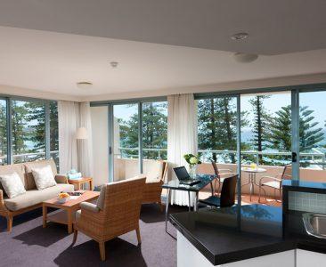 Deluxe Ocean View 2 Bedroom Apartment – 1 Queen & 2 Single Beds